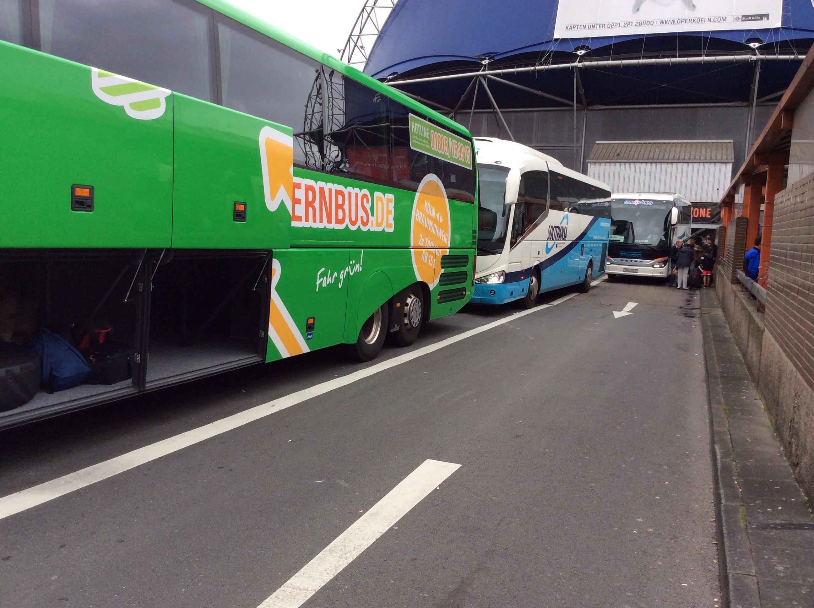 Busbahnhof überfüllt, Köln August 2014