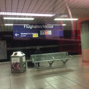Flughafen Bahnhof