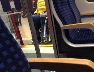 Rollstuhl in S-Bahn Stuttgart1