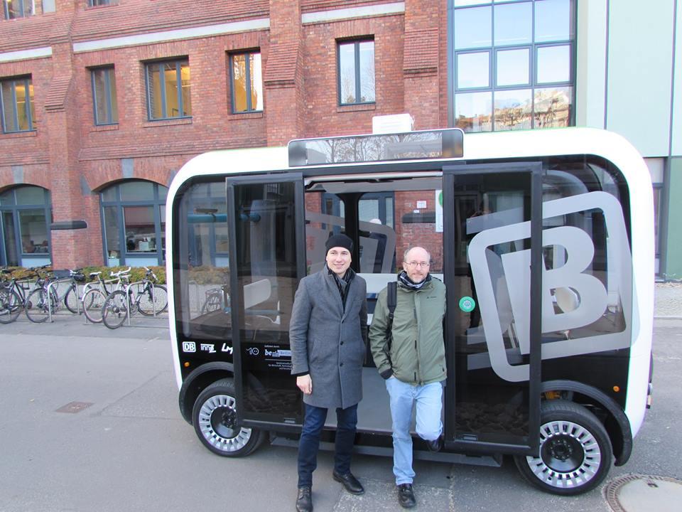 autonom-fahrender-kleinbus-olli-innoz